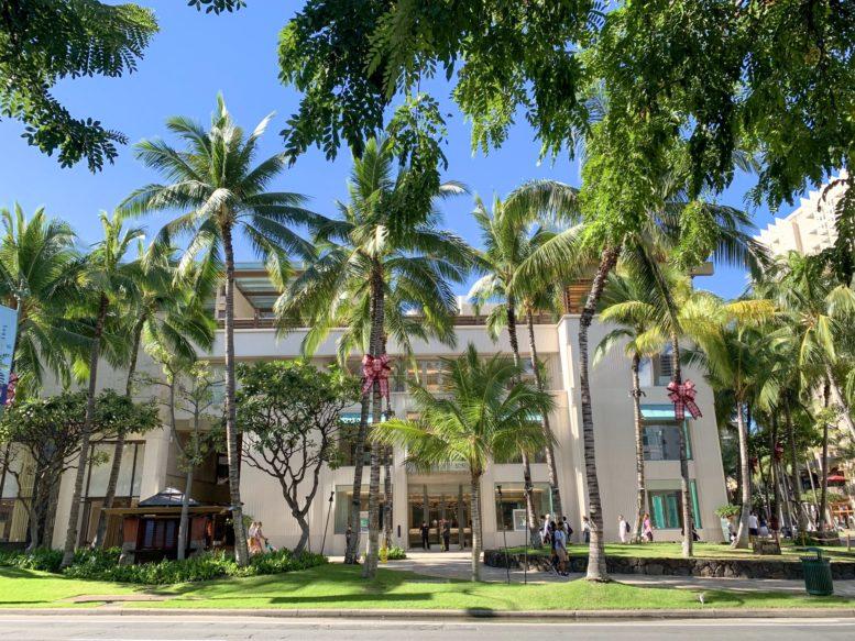 ハワイのカラカウア通りにあるティファニー