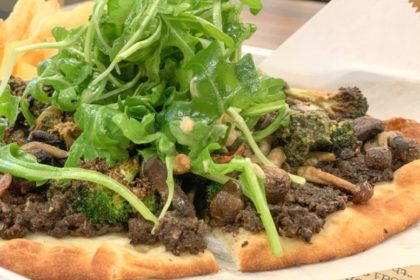 ハワイ HI Craft Kitchen enchanted forest flatbread sandwich